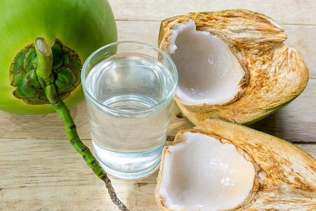 Phá thai xong có nên uống nước dừa